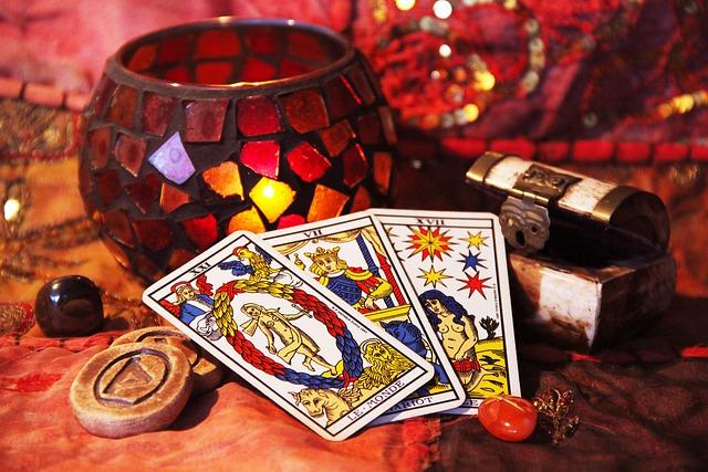 L'astrologie et la possibilité de consulter un bon voyant en ligne.